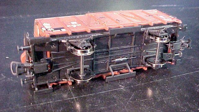Gedeckter Güterwagen mit Bremserhaus der DR