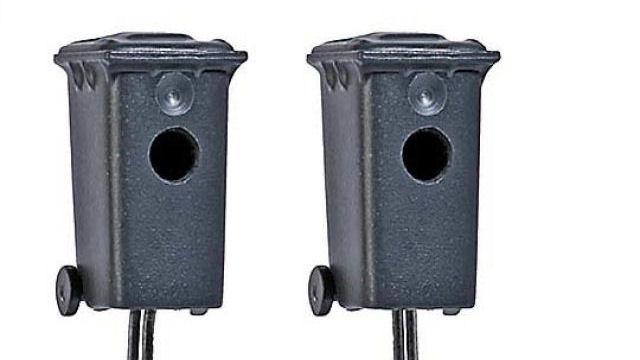 Zwei Mülltonnenblitzer