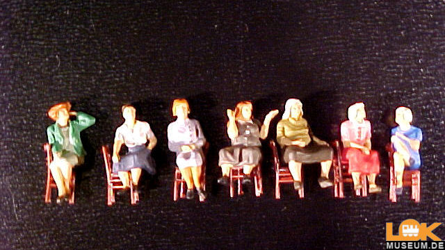 Sitzende Frauen wartend