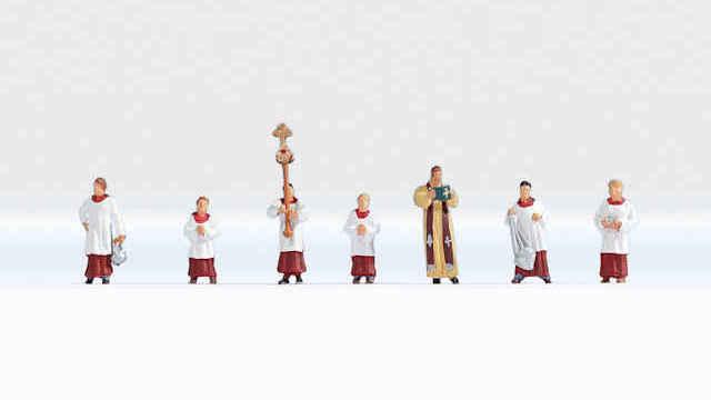 Pfarrer und Ministranten