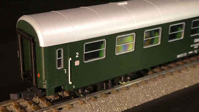 Mitteleinstiegswagen 2. Klasse der ÖBB