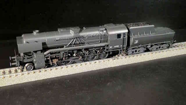 Güterzug-Dampflokomotive BR 42 der DR