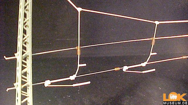 Quertragwerk über vier Gleise
