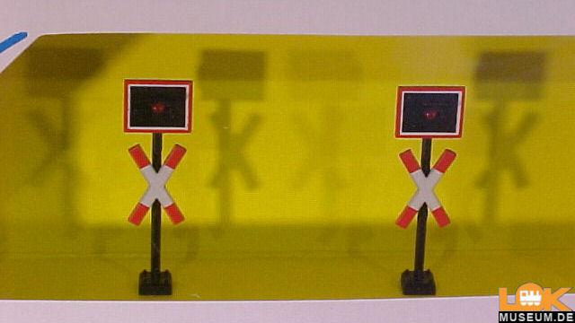 Andreaskreuze mit Blinkelektronik