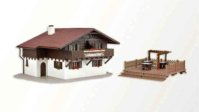 Almgasthof mit Holzterrasse