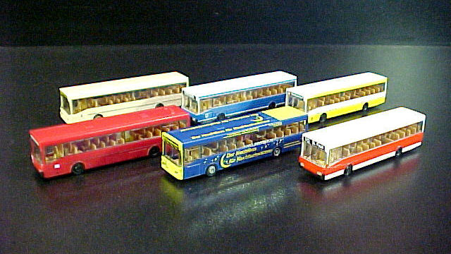 Omnibusse 6 Stück aus Display